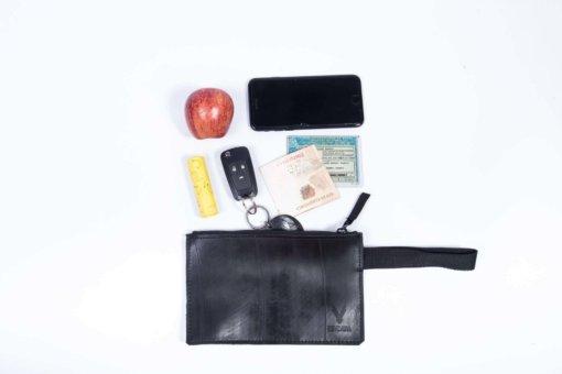 Bolsa de mão feita com câmara de pneu Revoada